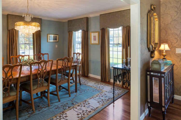 https://vivianrobinsdesign.com/wp-content/uploads/2019/10/formal-dining-room-interior-design-boston-ma.jpg