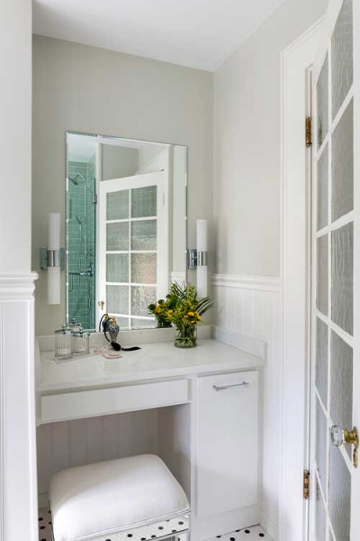 Soft Gray Bathroom Interior Design By Vivian Robins Design