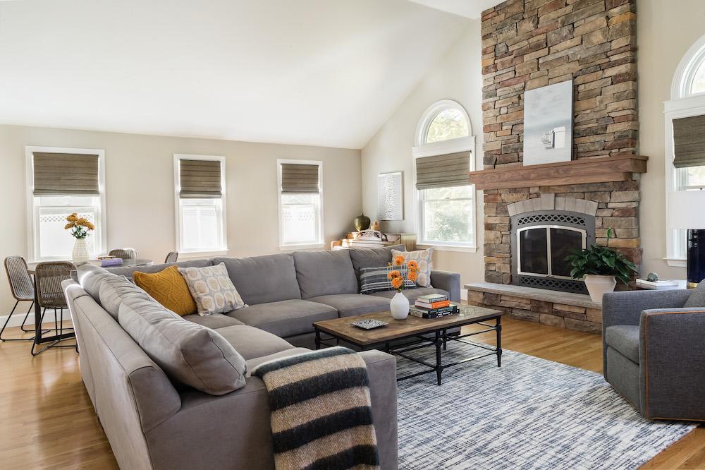 https://vivianrobinsdesign.com/wp-content/uploads/2021/08/living-room-vivian-robins-design-ma.jpg